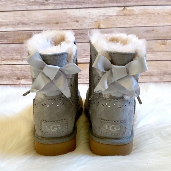 2c19d3e571c UGG Dixi Flora Perforated Light Grey Short Boots NWT